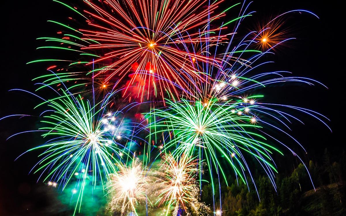Neujahrsfeuerwerk 5-Sterne Relais & Châteaux Luxushotel Gourmetrestaurant Hotel Restaurant Spa Rosengarten