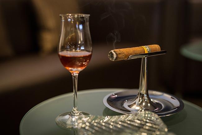 5-star Relais & Châteaux Rosengarten bar & smoking lounge Tyrol Austria