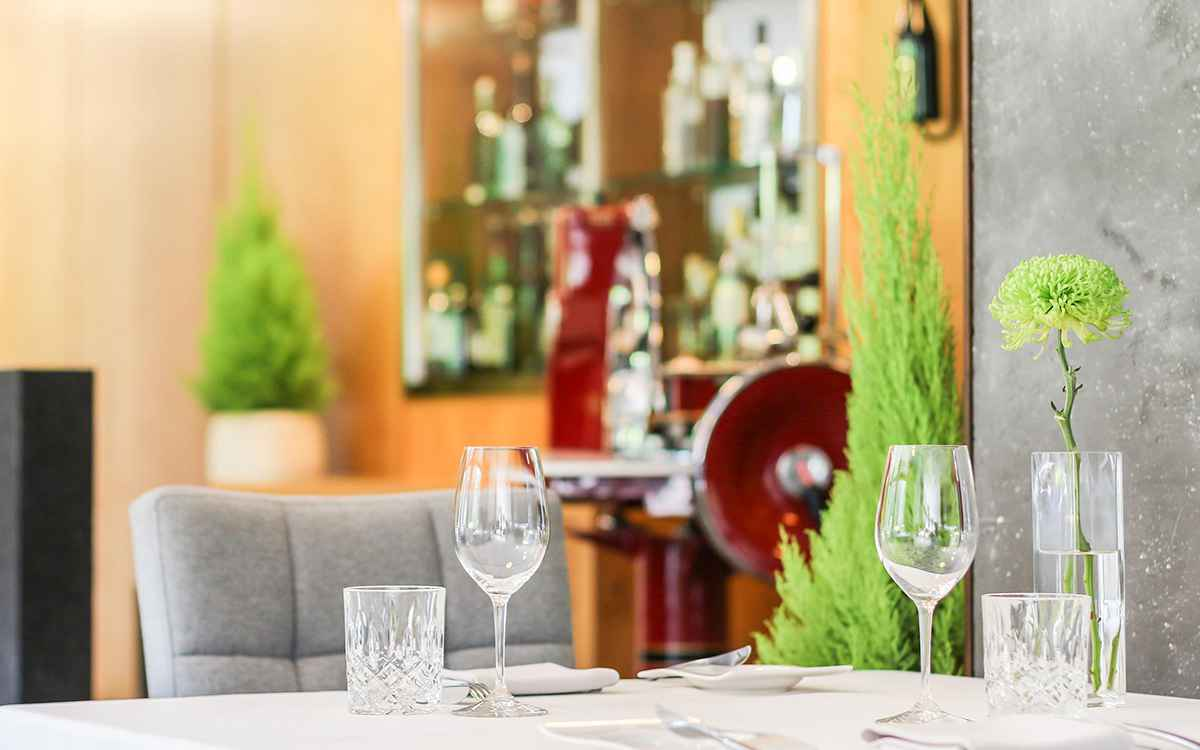Top restaurants at the Relais & Châteaux hotel Rosengarten in Austria Tyrol A la Carte Restaurant Guide 2019 Restaurant Simon Taxacher and Bistro-Restaurant Rosengarten