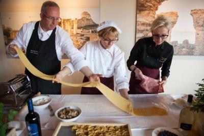 Relais_Chateaux_Hotel_Rosengarten_Kirchberg_Kitzbuehel-Gourmet-Event-Dolce-Vida-Bella-Italia-Nudel-Herstellung