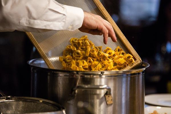 Relais_Chateaux_Hotel_Rosengarten_Kirchberg_Kitzbuehel-Gourmet-Event-Dolce-Vida-Bella-Italia-Nudeltopf