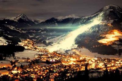Schischule präsentiert spektakuläre Ski Show in Kirchberg Tirol Relais & Châteaux Luxushotel Rosengarten